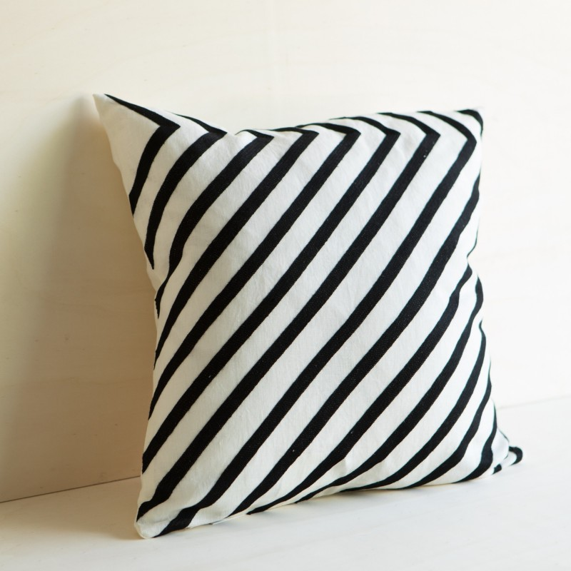 NEW YORK CUSHION BLACK & WHITE