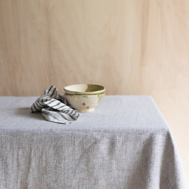 STRIPED & WASHED LINEN TABLECLOTH BLACK / MILK