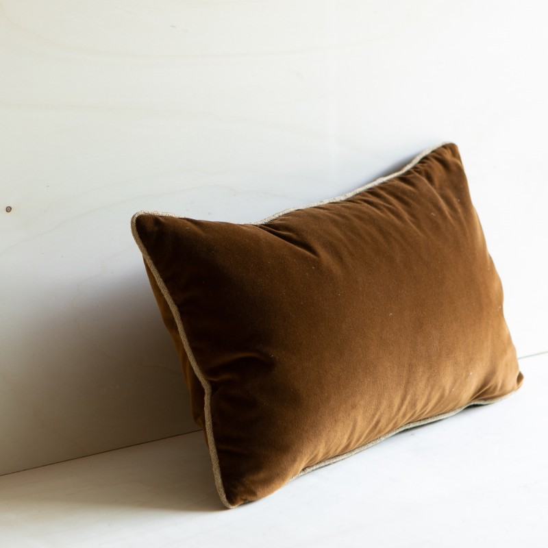 ANTIGUA CUSHION VELVET OCRE