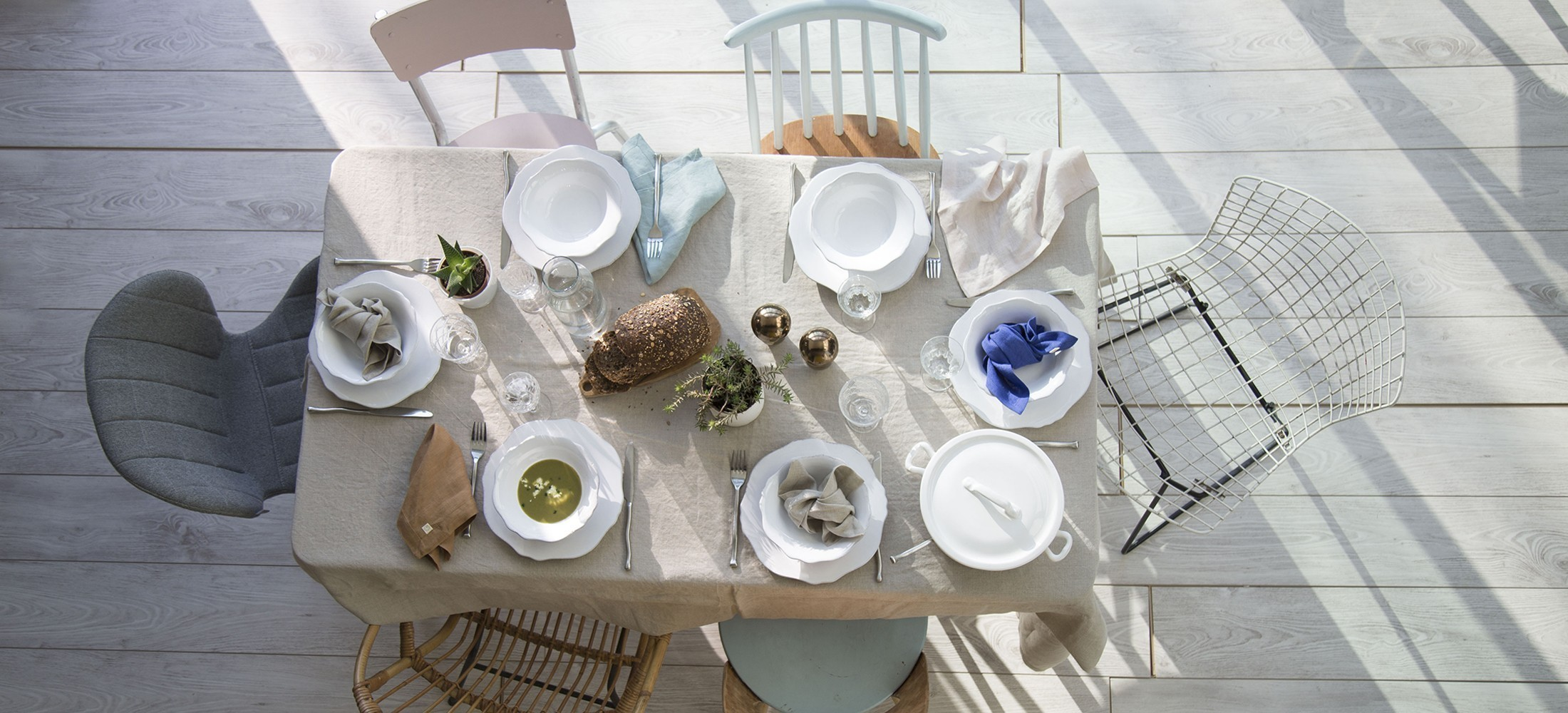 Essential line- table linen- washed linen tablecloth and napskins